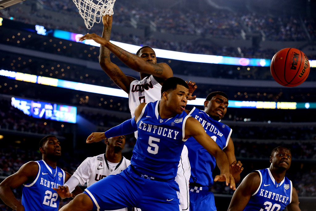 . ARLINGTON, TX - APRIL 07: Andrew Harrison #5 of the Kentucky Wildcats and Phillip Nolan #0 of the Connecticut Huskies battle for a loose ball during the NCAA Men\'s Final Four Championship at AT&T Stadium on April 7, 2014 in Arlington, Texas.  (Photo by Ronald Martinez/Getty Images)