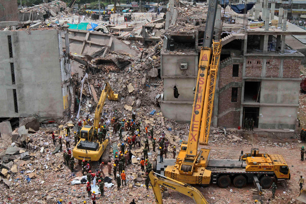 . Rescue workers attempt to find survivors from the rubble of the collapsed Rana Plaza building in Savar, around 30 km (19 miles) outside Dhaka May 1, 2013.  REUTERS/Stringer