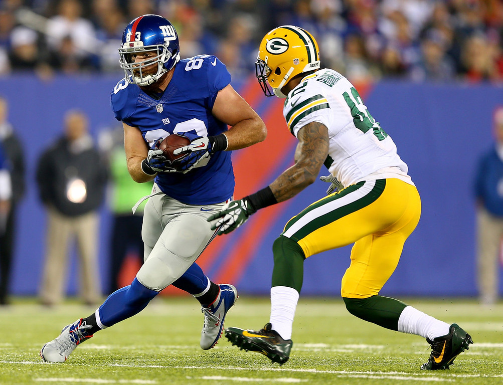 . Brandon Myers #83 of the New York Giants carries the ball as  Morgan Burnett #42 of the Green Bay Packers defends at MetLife Stadium on November 17, 2013 in East Rutherford, New Jersey.  (Photo by Elsa/Getty Images)