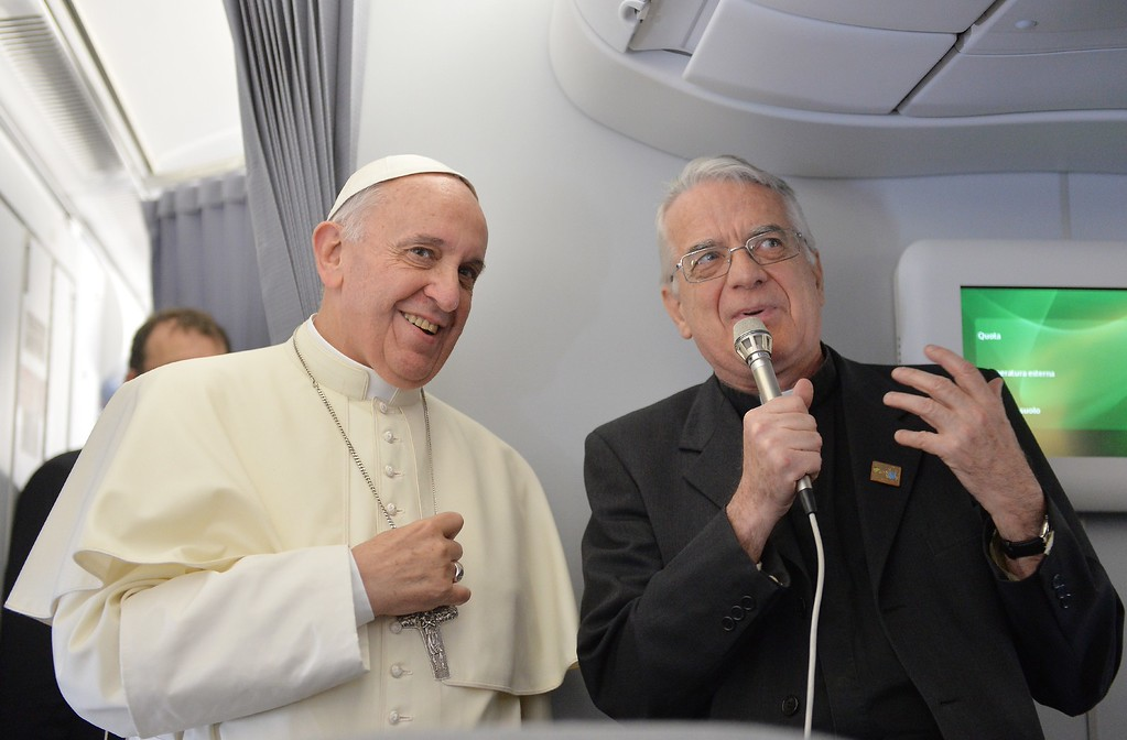 . Pope Francis (L) and father Federico Lombardi greet journalists of the papal flight upon arrival in Rio de Janeiro on July 22, 2013.    AFP PHOTO/LUCA ZENNARO/POOL