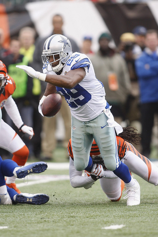 . DeMarco Murray #29 of the Dallas Cowboys runs the ball upfield during the game against the Cincinnati Bengals at Paul Brown Stadium on December 9, 2012 in Cincinnati, Ohio.  (Photo by John Grieshop/Getty Images)
