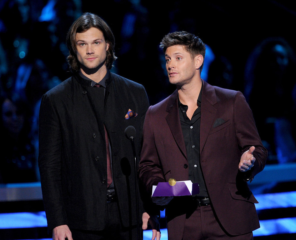 . Actors Jared Padalecki (L) and Jensen Ackles speak onstage at the 39th Annual People\'s Choice Awards  at Nokia Theatre L.A. Live on January 9, 2013 in Los Angeles, California.  (Photo by Kevin Winter/Getty Images for PCA)