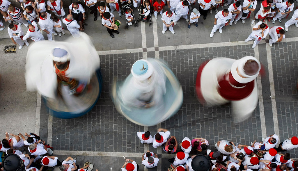 . Traditional giant figures perform a dance on the sixth day of the San Fermin festival in Pamplona July 11, 2013. REUTERS/Joseba Etxaburu