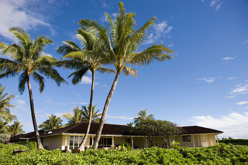 . Palm trees sway in the breeze outside the vacation home where President-elect Barack Obama will stay during his holiday in Hawaii, pictured Sunday, Dec. 14, 2008, in Kailua, Hawaii.  (AP Photo/Marco Garcia)