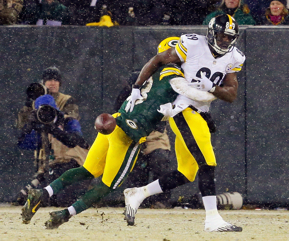 . Green Bay Packers\' Micah Hyde breaks up a pass intended for Pittsburgh Steelers\' Jerricho Cotchery (89) during the first half of an NFL football game Sunday, Dec. 22, 2013, in Green Bay, Wis. (AP Photo/Mike Roemer)