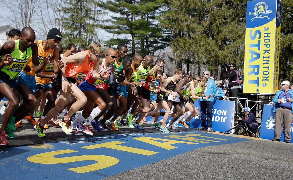 . Elite men runners leave the start line in the 118th running of the Boston Marathon Monday, April 21, 2014, in Hopkinton, Mass. (AP Photo/Stephan Savoia)