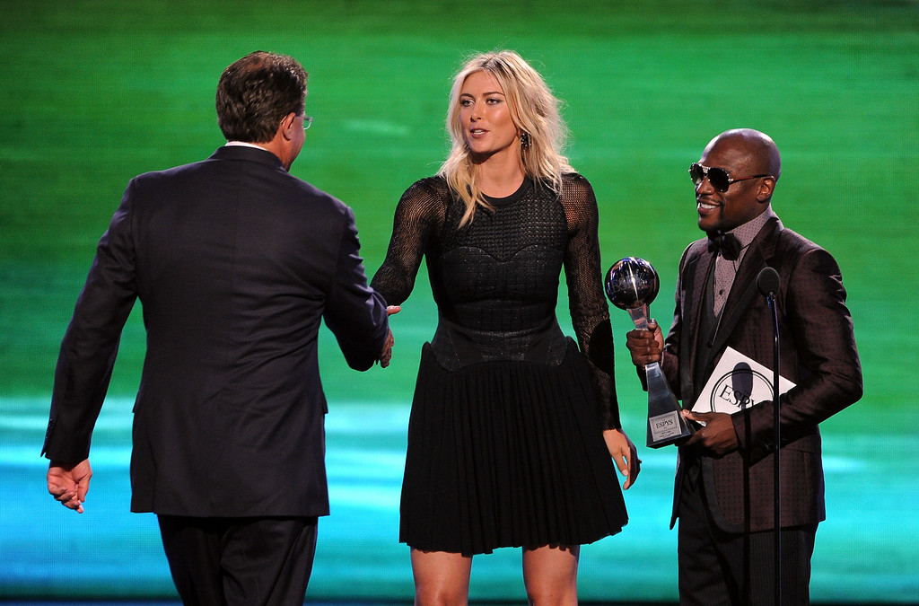 . LOS ANGELES, CA - JULY 16:  (L-R) Auburn football coach Gus Malzahn accepts the Best Game award for Auburn vs. Alabama/The Iron Bowl from tennis player Maria Sharapova and boxer Floyd Mayweather Jr. onstage during the 2014 ESPYS at Nokia Theatre L.A. Live on July 16, 2014 in Los Angeles, California.  (Photo by Kevin Winter/Getty Images)