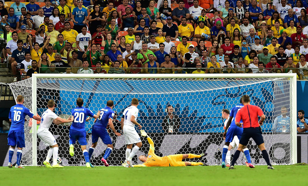 . England\'s goalkeeper Joe Hart (bottom) fails to save a goal during a Group D football match between England and Italy at the Amazonia Arena in Manaus during the 2014 FIFA World Cup on June 14, 2014.  AFP PHOTO / GIUSEPPE CACACE