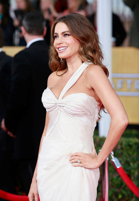 """. Actress Sofia Vergara, from the sitcom \""""Modern Family,\"""" arrives at the 19th annual Screen Actors Guild Awards in Los Angeles, California January 27, 2013.  REUTERS/Adrees Latif (UNITED STATES  - Tags: ENTERTAINMENT)  (SAGAWARDS-ARRIVALS)"""