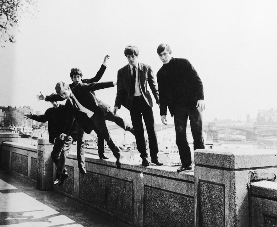 . The Rolling Stones messing about on a wall at Embankment, London, circa 1963. (Photo by Keystone Features/Hulton Archive/Getty Images)