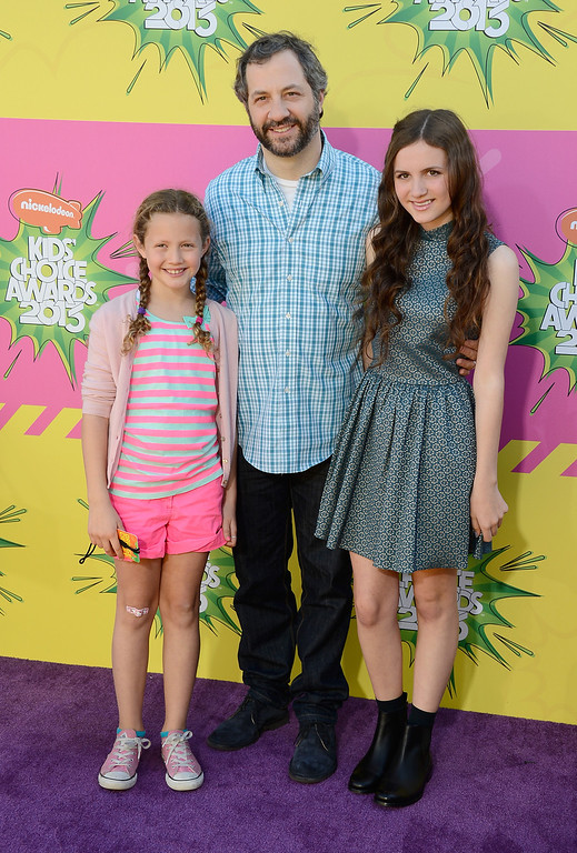 . LOS ANGELES, CA - MARCH 23:  Producer Judd Apatow (C) with daughters Iris Apatow (L) and Maude Apatow (R) arrive at Nickelodeon\'s 26th Annual Kids\' Choice Awards at USC Galen Center on March 23, 2013 in Los Angeles, California.  (Photo by Frazer Harrison/Getty Images)