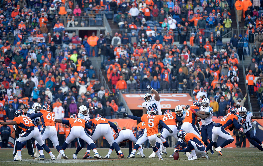 . Denver Broncos kicker Matt Prater (5) makes a league record 64-yard field goal to end the second quarter.   (Photo by Joe Amon/The Denver Post)
