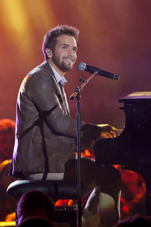 ". Pablo Alboran performs on stage during ""40 Principales Awards\"" 2012 at Palacio de los Deportes on January 24, 2013 in Madrid, Spain.  (Photo by Carlos Alvarez/Getty Images)"
