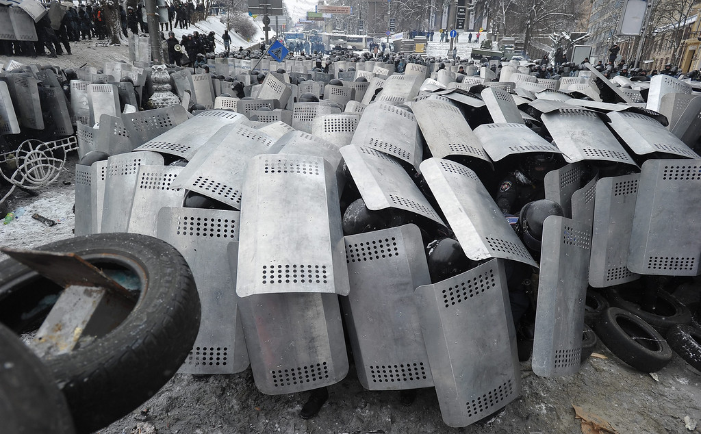 . Ukrainian riot police cover themselves with their shields during an anti-government protest in downtown Kiev, Ukraine, 22 January 2014.   EPA/ALEXEY FURMAN