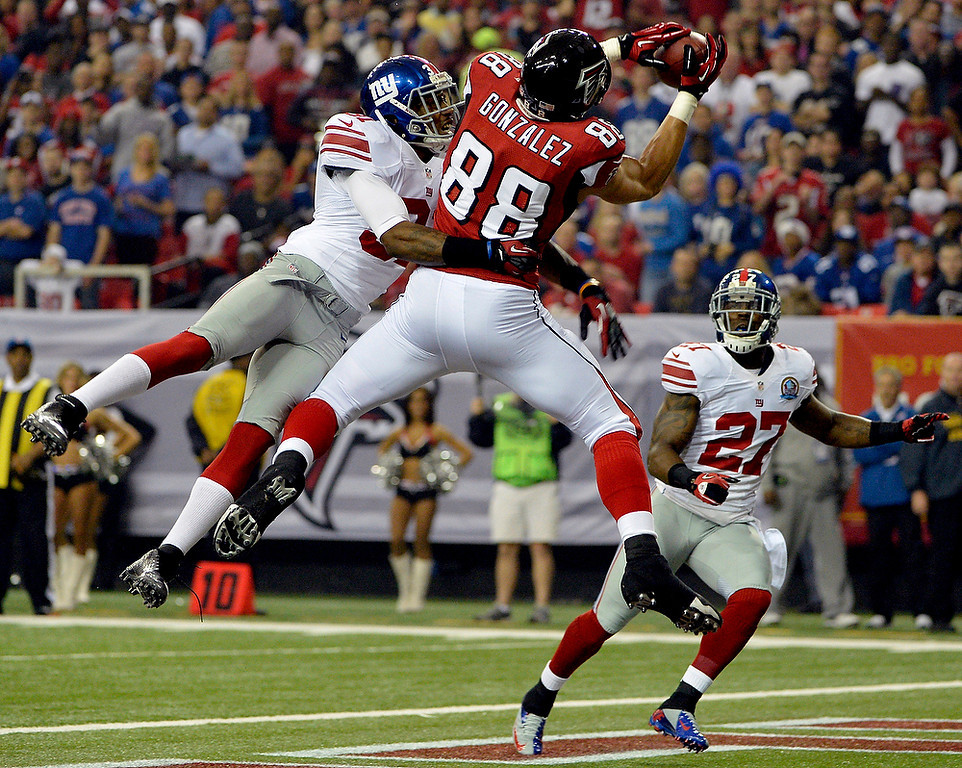 . Atlanta Falcons tight end Tony Gonzalez (88) makes a catch in the end zone for a touchdown as New York Giants defensive back Will Hill (31) and strong safety Stevie Brown (27) defend during the first half of an NFL football game, Sunday, Dec. 16, 2012, in Atlanta. (AP Photo/Rich Addicks)