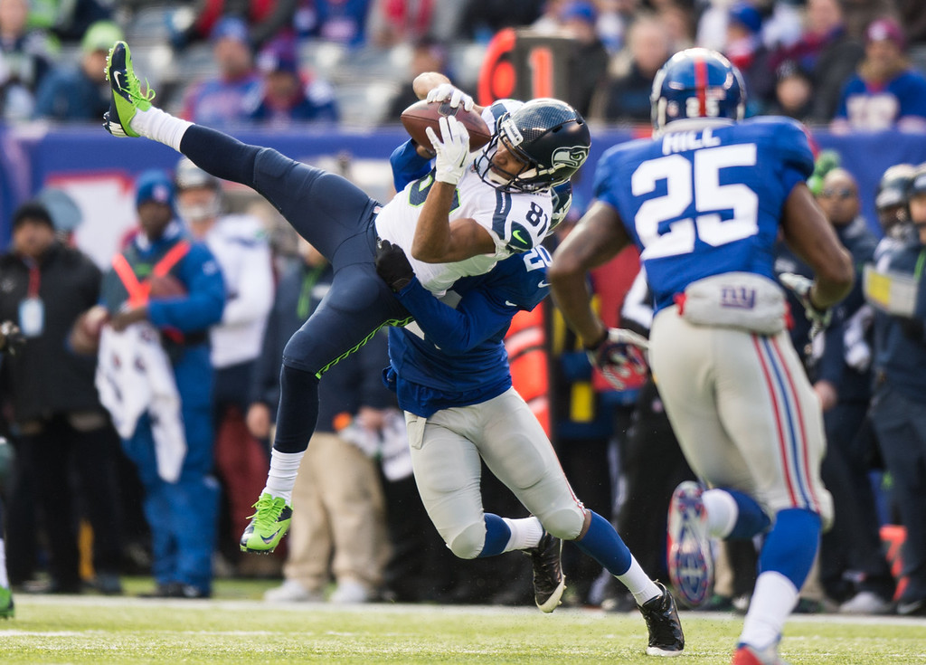 . Wide receiver Golden Tate #81 of the Seattle Seahawks makes a catch in the 1st half against the New York Giants at MetLife Stadium on December 15, 2013 in East Rutherford, New Jersey. (Photo by Ron Antonelli/Getty Images)