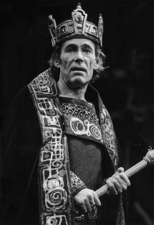 . Irish actor Peter O\'Toole plays the title role in a production of Shakespeare\'s \'Macbeth\' at the Old Vic, on September 1, 1980. (Photo by Chris Ball/Evening Standard/Hulton Archive/Getty Images)
