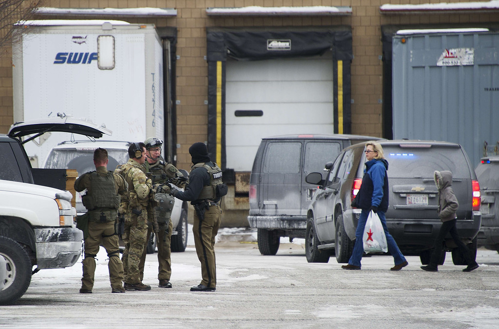 . Maryland State Police gear up as civilians depart the Columbia Mall after a fatal shooting on January 25, 2014, in Columbia, Maryland.     AFP PHOTO / Jim WATSON/AFP/Getty Images