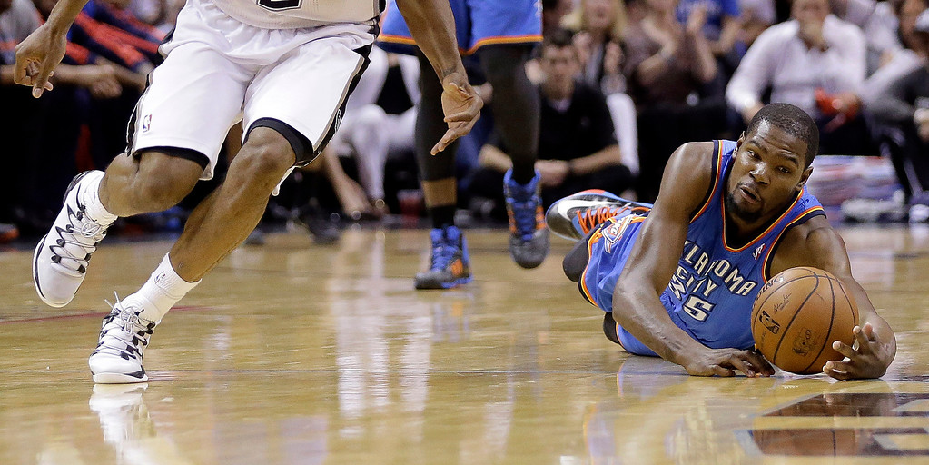 . Oklahoma City Thunder\'s Kevin Durant (35) dives for a loose ball during the first half of Game 5 of the Western Conference finals NBA basketball playoff series against the San Antonio Spurs, Thursday, May 29, 2014, in San Antonio. (AP Photo/Eric Gay)