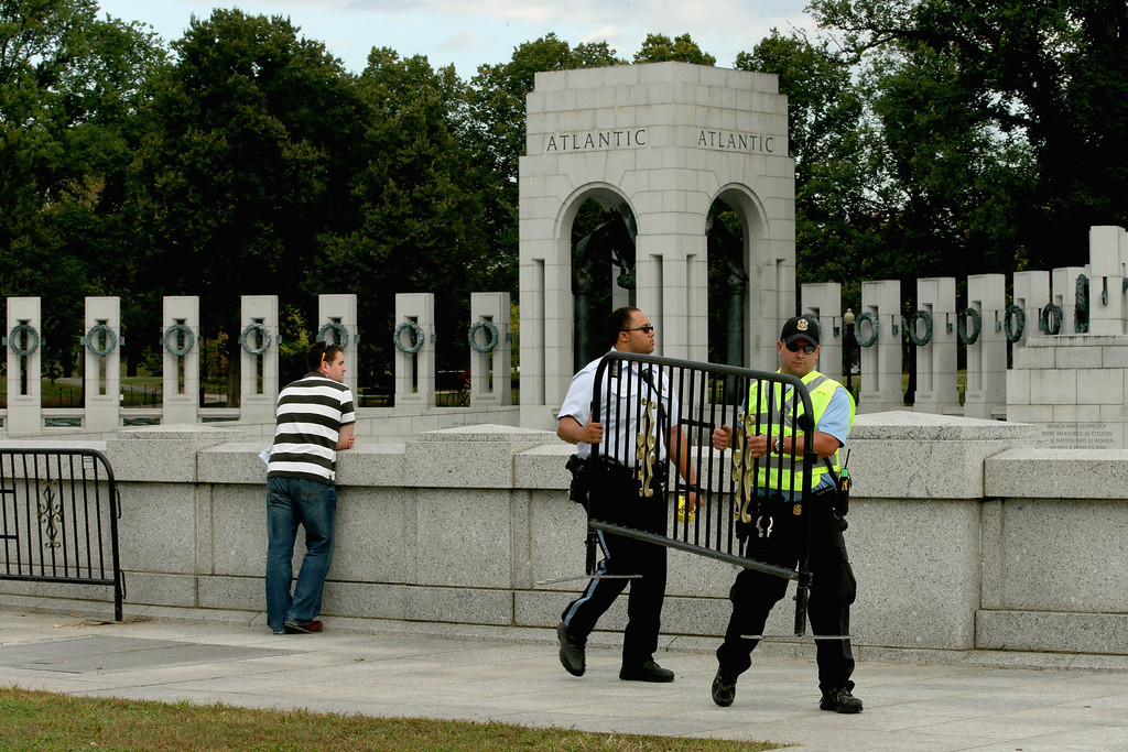 . U.S. Park Police move barricades into place around the World War II Memorial to prevent people from entering the monument on the National Mall October 1, 2013 in Washington, DC.  (Photo by Chip Somodevilla/Getty Images)