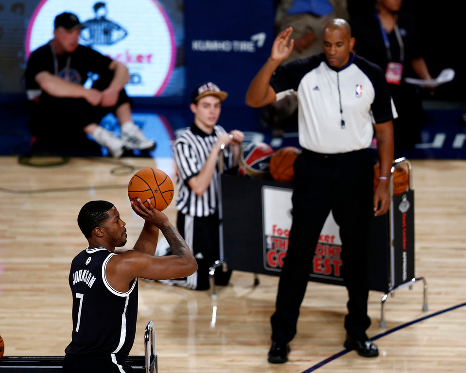 . Joe Johnson (L) of the Brooklyn Nets takes a shot in the Three-Point Contest during the NBA All-Star Saturday Night festivities in New Orleans, Louisiana, USA, 15 February 2014.  EPA/DAN ANDERSON