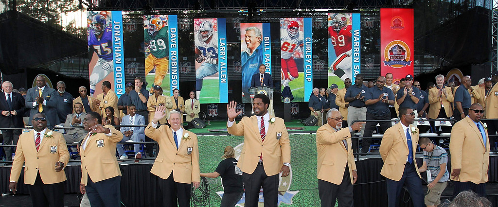 . The 2013 class of inductees (L-R) Warren Sapp, Dave Robinson, Bill Parcells, Jonathan Ogden, Curley Culp, Cris Carter and Larry Allen are introduced to the crowd before their introduction into the NFL Pro Footbal Hall of Fame in Canton, Ohio August 3, 2013. REUTERS/Aaron Josefczk