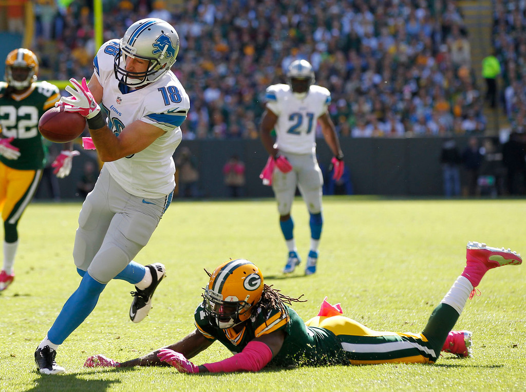 . Detroit Lions\' Kris Durham can\'t handle a pass in front of Green Bay Packers\' Davon House during the first half of an NFL football game Sunday, Oct. 6, 2013, in Green Bay, Wis. (AP Photo/Mike Roemer)