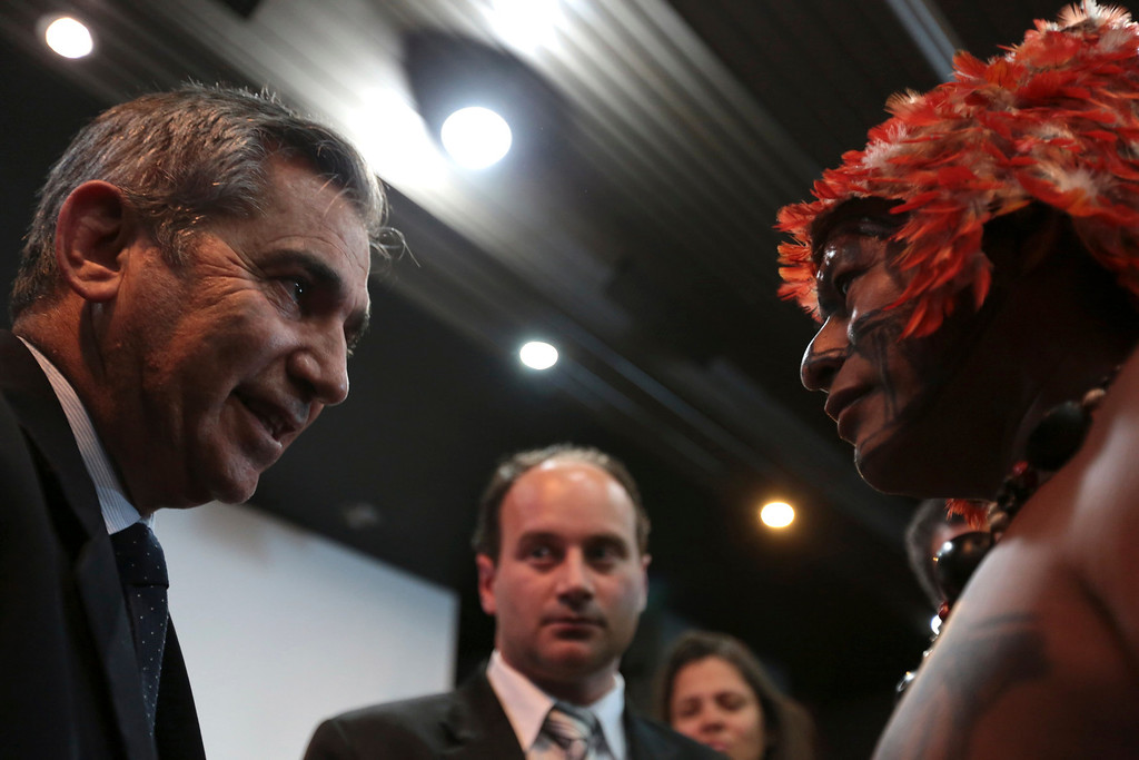 . Minister of the General Secretariat of the Presidency of Brazil Gilberto Carvalho speaks with Munduruku Indians during a meeting at the Planalto Palace to try to resolve the occupation of the construction of Belo Monte, in Brasilia June 4, 2013. President Dilma Rousseff\'s government sought on Tuesday to defuse mounting conflicts with indigenous groups over its decision to stop setting aside farm land for Indians and plans to build more hydroelectric dams in the Amazon. REUTERS/Ueslei Marcelino