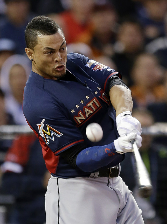 . National League\'s Giancarlo Stanton, of the Miami Marlins, hits during the MLB All-Star baseball Home Run Derby, Monday, July 14, 2014, in Minneapolis. (AP Photo/Jeff Roberson)