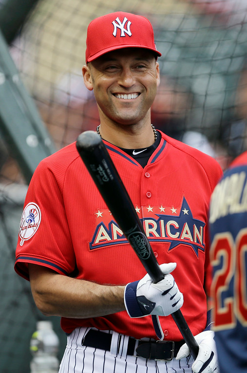 . American League short stop Derek Jeter, of the New York Yankees, waits to hit during batting practice for the MLB All-Star baseball game, Monday, July 14, 2014, in Minneapolis. (AP Photo/Jeff Roberson)