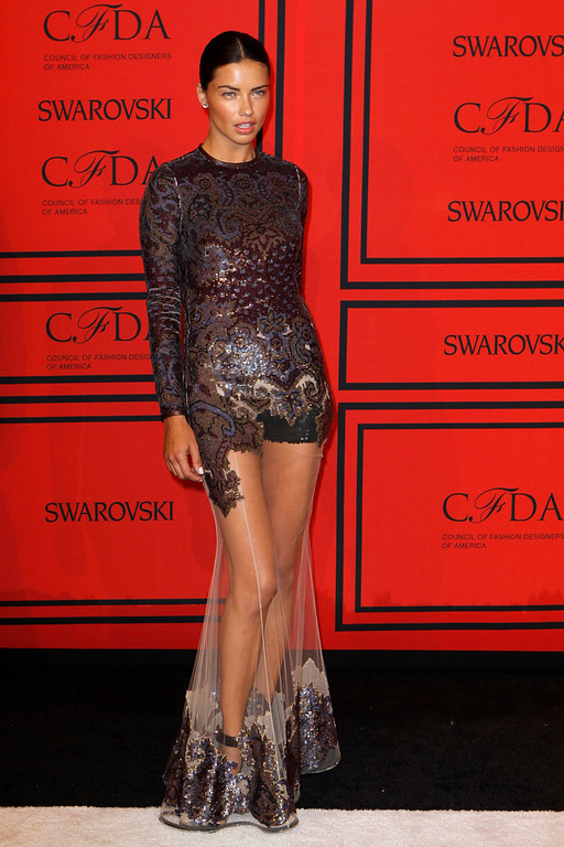 . Model Adriana Lima arrives at the 2013 Council of Fashion Designers of America (CFDA) awards in New York June 3, 2013.  REUTERS/Lucas Jackson