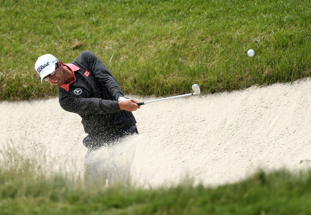 . Australia\'s Adam Scott hits from a bunker on the 15th hole during the second round of the 2013 U.S. Open golf championship at the Merion Golf Club in Ardmore, Pennsylvania, June 14, 2013. REUTERS/Adam Hunger