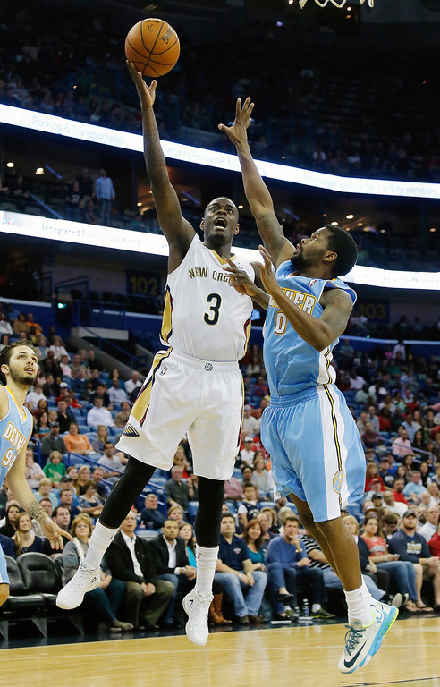 . New Orleans Pelicans shooting guard Anthony Morrow (3) shoots around Denver Nuggets point guard Aaron Brooks (0) late in the second half of an NBA basketball game in New Orleans, Sunday, March 9, 2014. The Pelicans defeated the Nuggets 111-107. (AP Photo/Bill Haber)