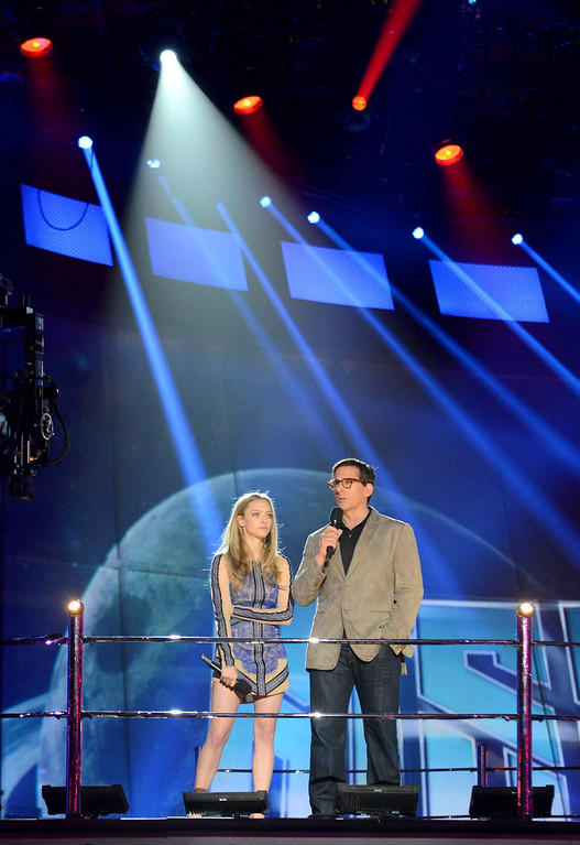 . Actor Amanda Seyfried and Steve Carell onstage at the MTV Movie Awards in Sony Pictures Studio Lot in Culver City, Calif., on Sunday April 14, 2013. (Photo by Jordan Strauss/Invision for MTV/AP Images)