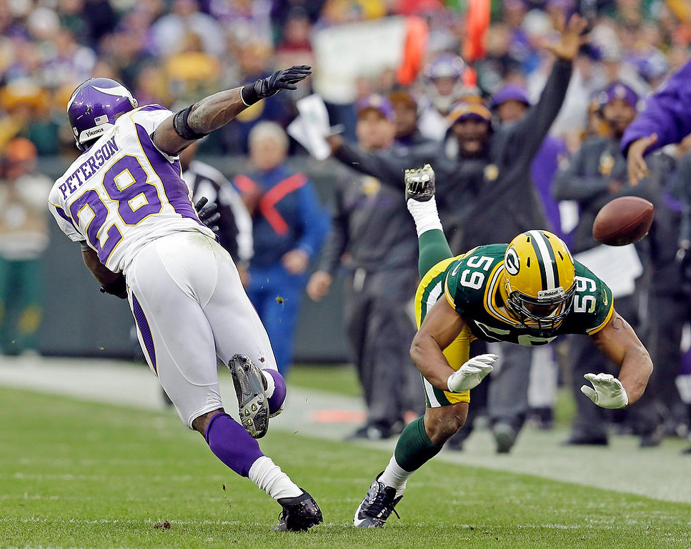 . Green Bay Packers inside linebacker Brad Jones (59) breaks up a pass intended for Minnesota Vikings\' Adrian Peterson (28) during the second half of an NFL football game Sunday, Dec. 2, 2012, in Green Bay, Wis. The Packers won 23-14. (AP Photo/Morry Gash)