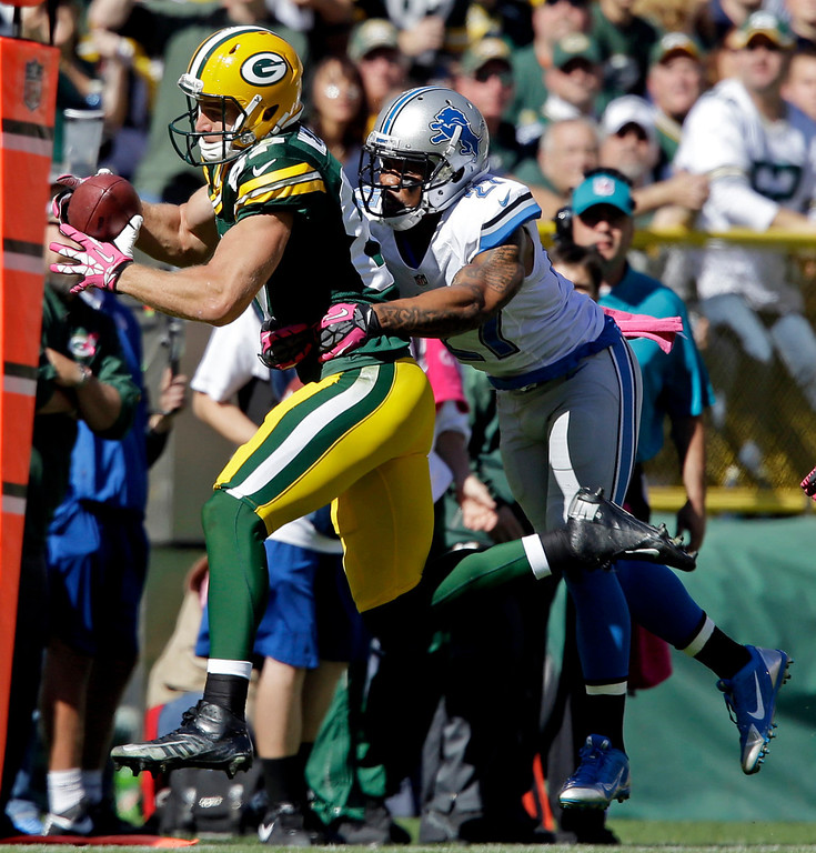 . Green Bay Packers\' Jordy Nelson catches a pass in front of Detroit Lions\' Glover Quin during the first half of an NFL football game Sunday, Oct. 6, 2013, in Green Bay, Wis. (AP Photo/Jeffrey Phelps)
