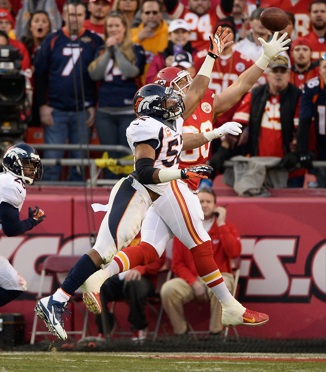 . Kansas City Chiefs tight end Anthony Fasano (80) catches a pass for a touchdown on Denver Broncos middle linebacker Wesley Woodyard (52) during the second quarter December 1, 2013 at Arrowhead Stadium.  (Photo by John Leyba/The Denver Post)