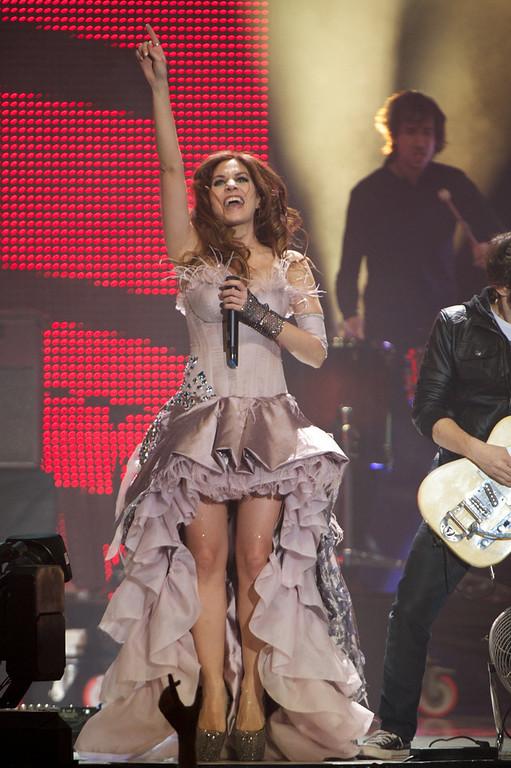 """. Leire of La Oreja de Van Gogh performs on stage during \""""40 Principales Awards\"""" 2012 at Palacio de los Deportes on January 24, 2013 in Madrid, Spain.  (Photo by Carlos Alvarez/Getty Images)"""