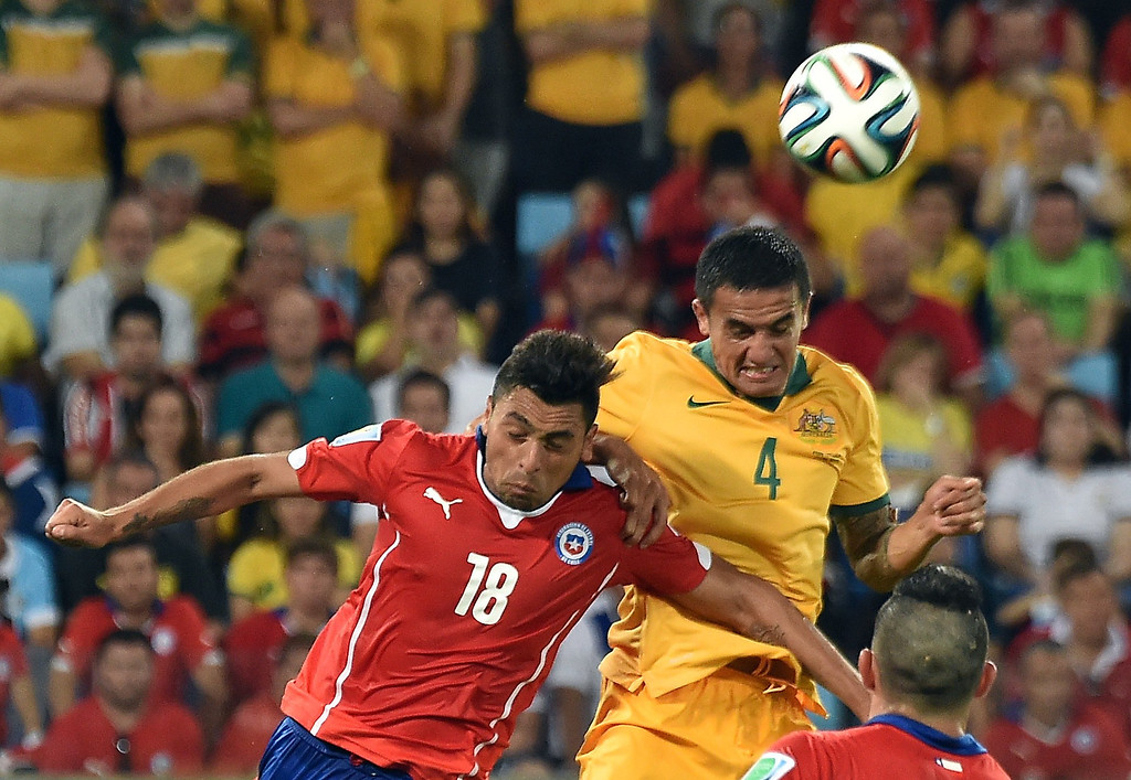 . Chile\'s defender Gonzalo Jara (L) and Australia\'s forward Tim Cahill vie for the ball during a Group B football match between Chile and Australia at the Pantanal Arena in Cuiaba during the 2014 FIFA World Cup on June 13, 2014.     AFP PHOTO / LUIS ACOSTA