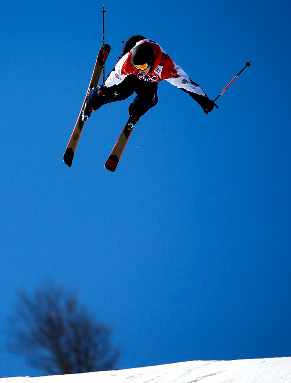 . James Woods of Great Britain in action during the Men\'s Freestyle Skiing Slopestyle Final in the Rosa Khutor Extreme Park at the Sochi 2014 Olympic Games, Krasnaya Polyana, Russia, 13 February 2014.  EPA/VALDRIN XHEMAJ