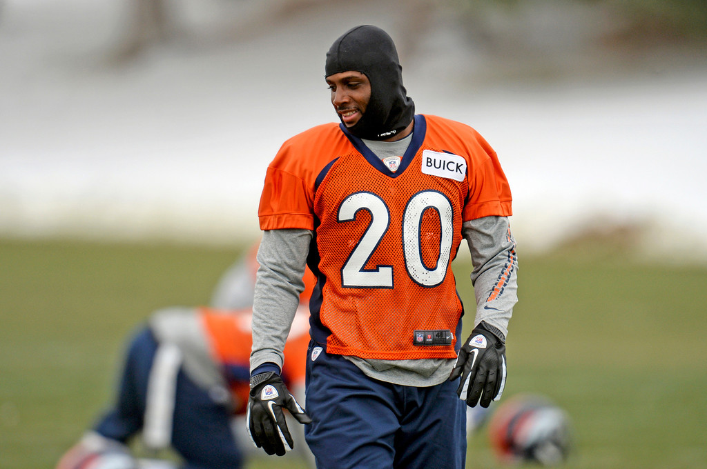 . CENTENNIAL, CO. NOVEMBER 22 : Mike Adams of Denver Broncos (20) is warming up for the team practice at the field in Denver Broncos Headquarters at Dove Valley. Centennial, Colorado. November 22, 2013. (Photo by Hyoung Chang/The Denver Post)