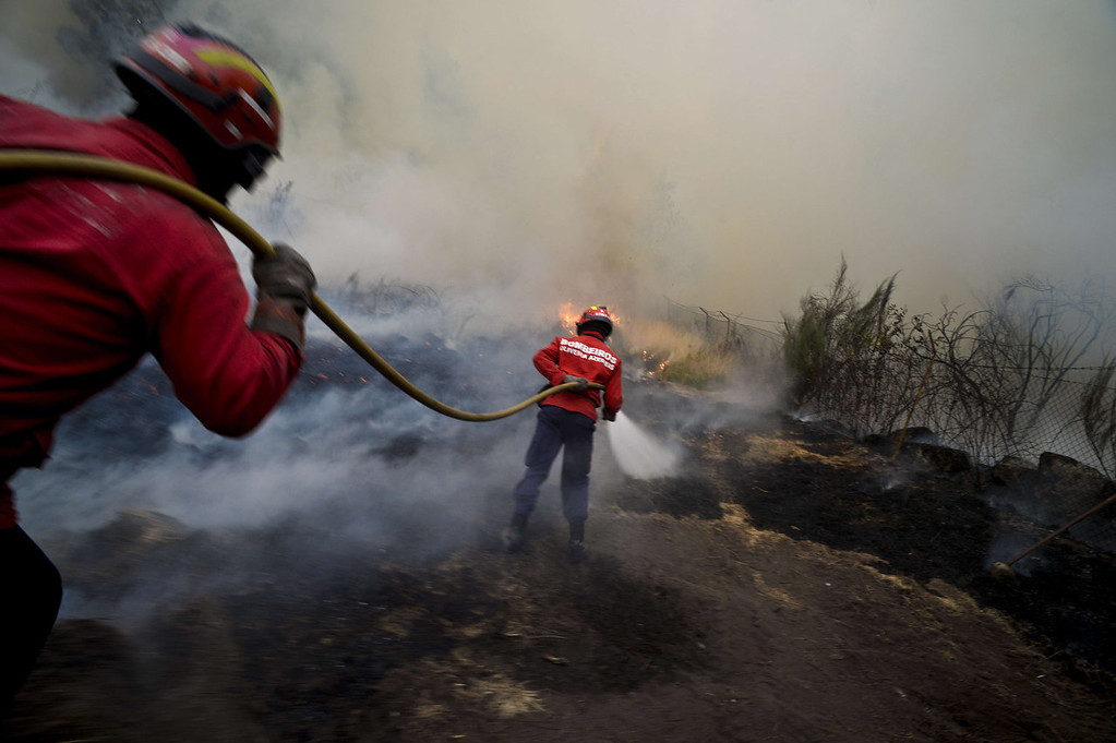 . Firefighters try to extinguish a wildfire in Caramulo, central Portugal on August 29, 2013. Five Portuguese mountain villages were evacuated overnight as forest fires intensified in the country\'s north and centre, officials said today. As many as 1,400 firefighters were dispatched Thursday to tackle the blaze in the mountains and another raging further north in the national park of Alvao, where 2,000 hectares (4,900 acres) of pine forest have already been destroyed, according to the local mayor.   PATRICIA DE MELO MOREIRA/AFP/Getty Images