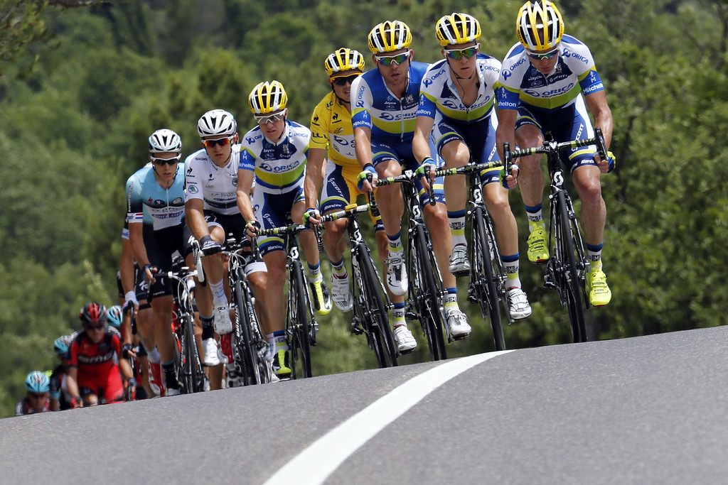 . Overall leader\'s yellow jersey Australia\'s Simon Gerrans (C) rides with his teammates during the 228.5 km fifth stage of the 100th edition of the Tour de France cycling race on July 3, 2013 between Cagnes-sur-Mer and Marseille, southern France.  AFP PHOTO / JOEL  SAGET/AFP/Getty Images