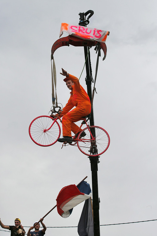 . Spectators cheer as the pack passes during the fifteenth stage of the Tour de France cycling race over 222 kilometers (137.9 miles) with start in Tallard and finish in Nimes, France, Sunday, July 20, 2014. (AP Photo/Christophe Ena)