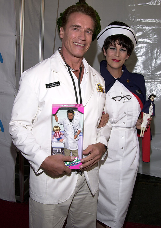 . Actor Arnold Schwarzenegger and actress Jamie Lee Curtis arrive at the 8th Annual Dream Halloween, a fundraising event for children affected by AIDS October 27, 2001 in Santa Monica, CA. (Photo by Sebastian Artz/Getty Images)