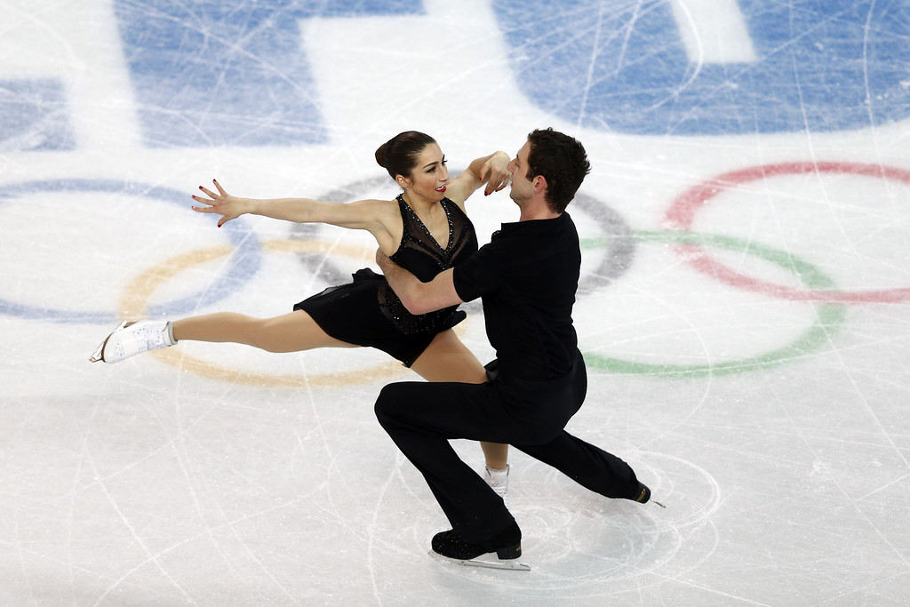 Description of . US Simon Shnapir and US Marissa Castelli perform in the Figure Skating Pairs Short Program at the Iceberg Skating Palace during the 2014 Sochi Winter Olympics on February 11, 2014.  ADRIAN DENNIS/AFP/Getty Images