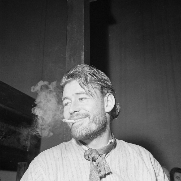 . Peter O\'Toole, the charismatic actor who achieved instant stardom as Lawrence of Arabia and was nominated eight times for an Academy Award, has died. He was 81. O\'Toole\'s agent Steve Kenis says the actor died Saturday, Dec. 14, 2013 at a hospital following a long illness. (AP Photo)