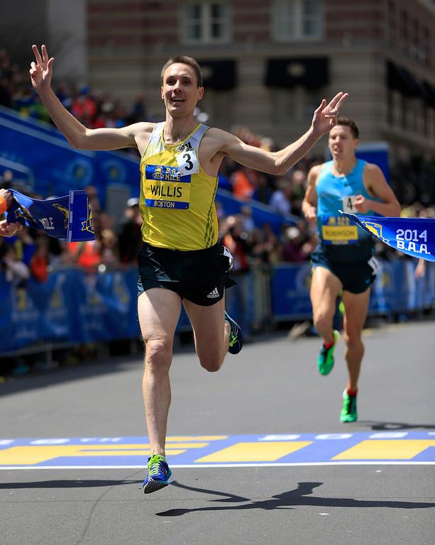 . Nick Willis, of New Zealand, breaks the tape to win the B.A.A. Invitational Mile on Saturday, April 19, 2014, in Boston, in advance of Monday\'s Boston Marathon (AP Photo/Matt Rourke)