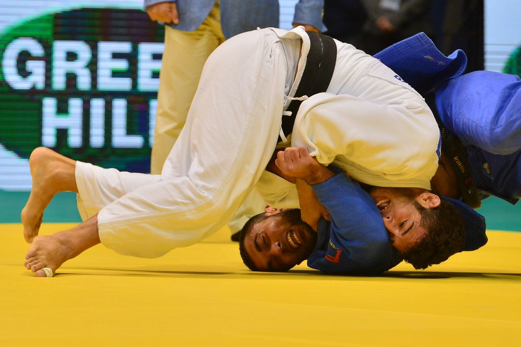 . Cuba\'s Asley Gonzalez (white) and Greece\'s Ilias Iliadis compete in the men\'s -90kg category semifinal, during the IJF World Judo Championship, in Rio de Janeiro, Brazil, on August 30, 2013. YASUYOSHI CHIBA/AFP/Getty Images