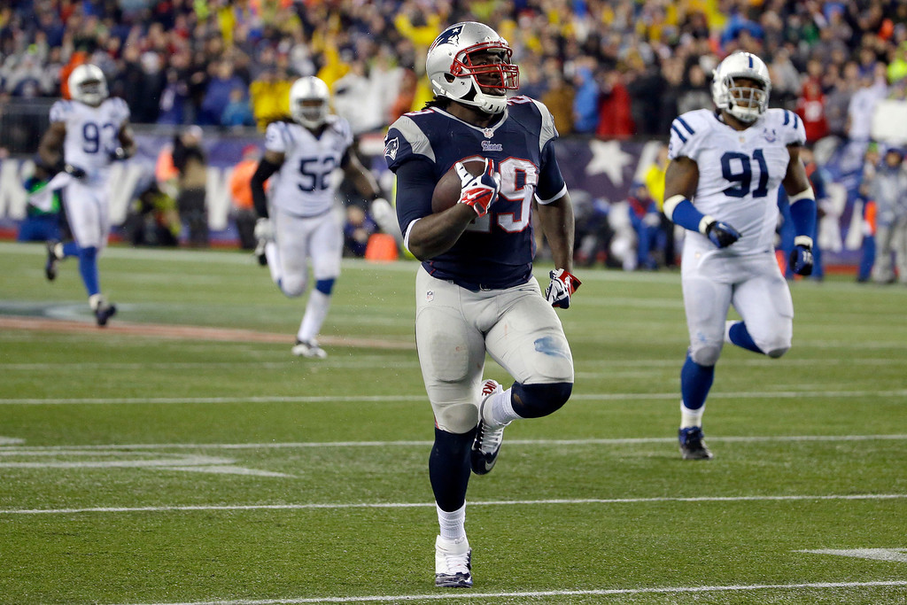 . New England Patriots running back LeGarrette Blount (29) heads down field for a 75 yard touchdown run during the second half of an AFC divisional NFL playoff football game against the Indianapolis Colts in Foxborough, Mass., Saturday, Jan. 11, 2014. (AP Photo/Matt Slocum)